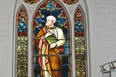 Buntglasfenster mit dem Heiligen Petrus